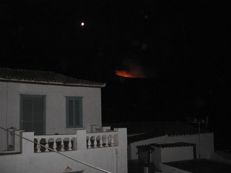 Night fires heading toward Vlichos and Episcopi seen from Kamini